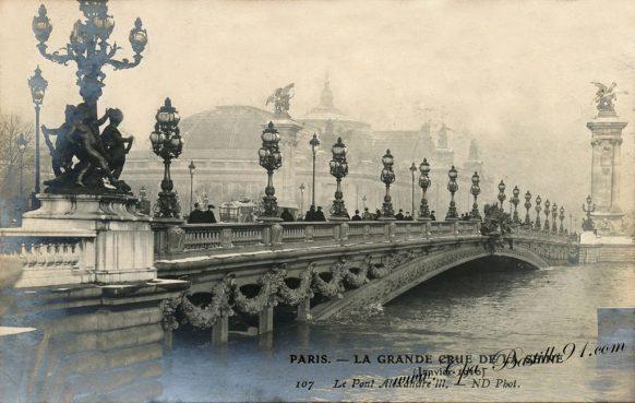 Paris La grande Crue de la Seine de 1910 - Le pont Alexandre III