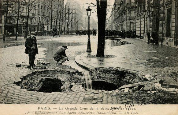 Paris La grande Crue de la Seine de Janvier 1910 - Effondrement d'un égout boulevard Haussmann