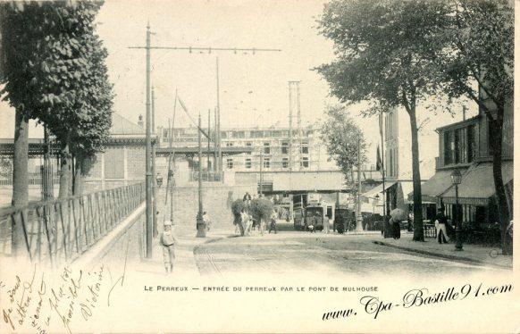 Carte Postale Ancienne - Entrée du Perreux par le pont de Mulhouse