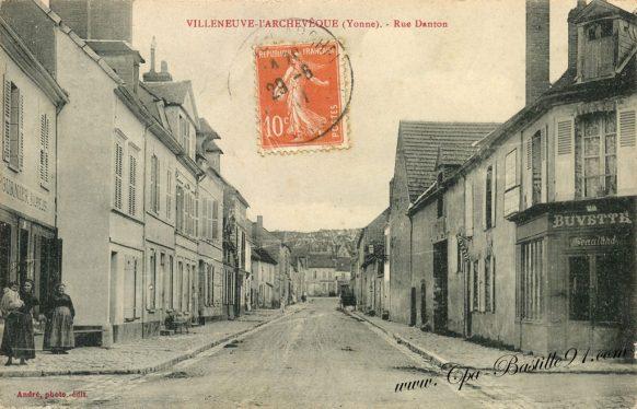 Cartes Postales Anciennes - Villeneuve l'Archevêque - La rue Danton en 1910