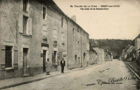 Carte Postale Ancienne - Vallée de la Cure - Bessy sur cure - Un coin de la Grande Rue