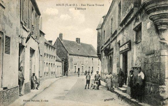 carte-postale-ancienne-Ablis-rue-Pierre-trouvé