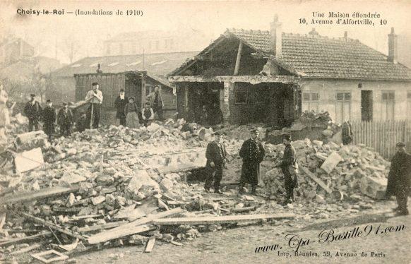 Carte Postale Ancienne - Choisy-le-Roi - Inondations de 1910 - Une maison éffrondée au 10 avenue d'Alfortville
