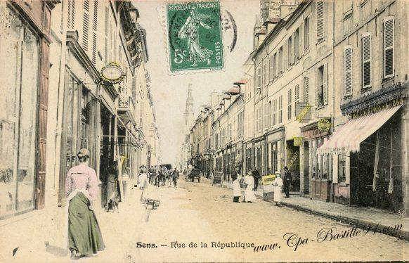 Carte Postale Ancienne - Sens La rue de la république
