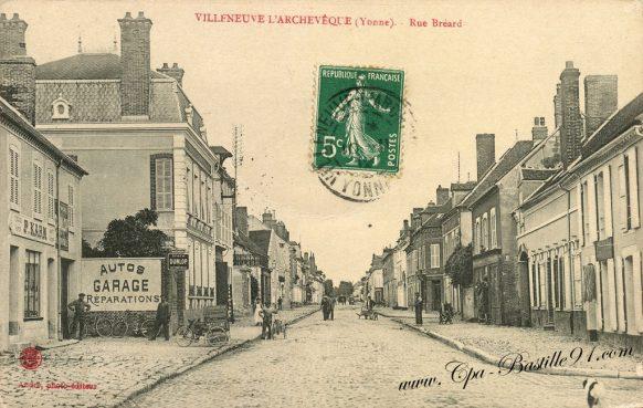 Carte Postale Ancienne de Villeneuve- l'Archevêque - La rue Bréard