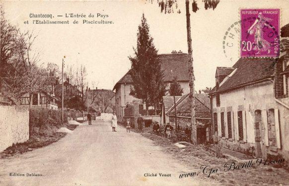 Carte Postale Ancienne de Chantecoq - l' Entrée du Pays et l'établissement de Pisciculture