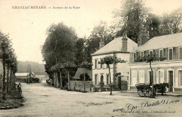 Carte Postale Ancienne de Chateau-Renard - Avenue de la Gare