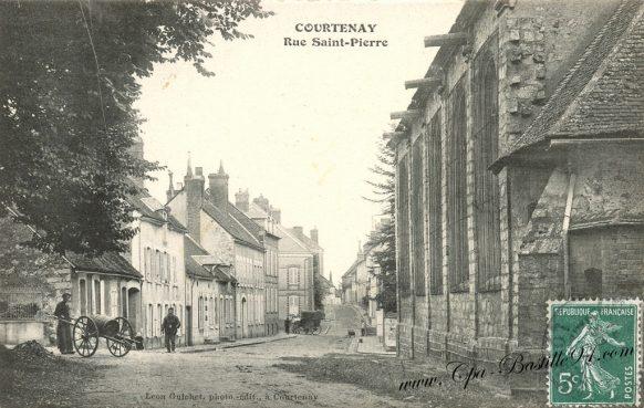Carte Postale Ancienne de Courtenay - La rue Saint-Pierre