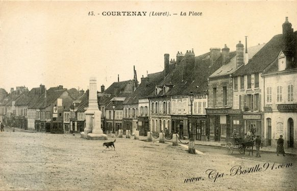 Courtenay - Carte Postale Ancienne - La Place