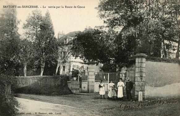 Carte Postale Ancienne - Savigny en Sancerre - La Sortie par la Route de Cosne