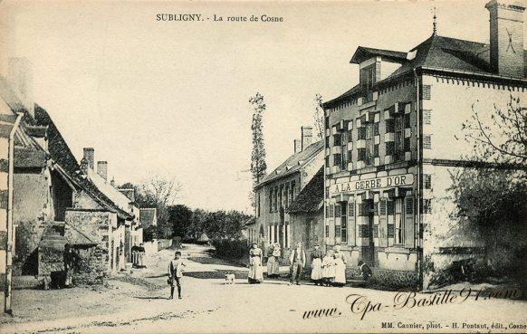 Carte Postale Ancienne de Subligny - La route de Cosne