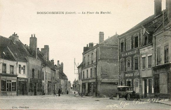 Carte postale Ancienne de Boiscommun - La place du marché