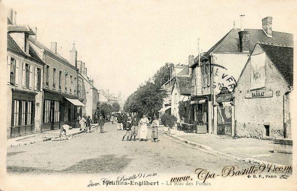 Moulins Engilbert - La Rue des Fossés