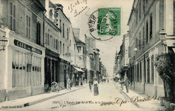 Carte Postale Ancienne de Sens - Entrée Sud de la Rue de la République