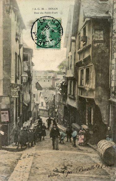 Carte Postale Ancienne - Dinan rue du Petit Fort