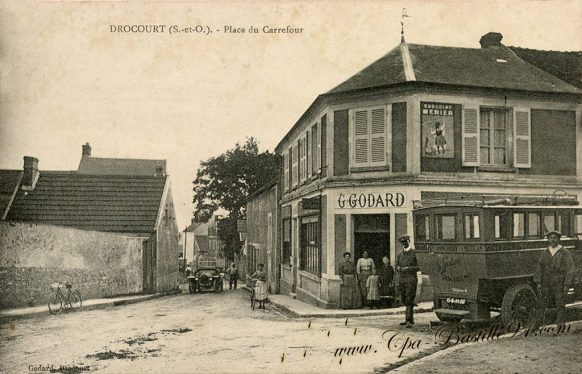 Carte Postale Ancienne de Drocourt - Café Godard - Place du Carrefour
