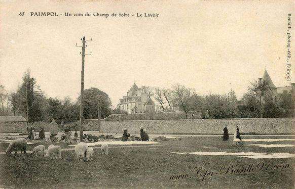 Carte Postale Ancienne - Paimpol un coin du Champ de Foire