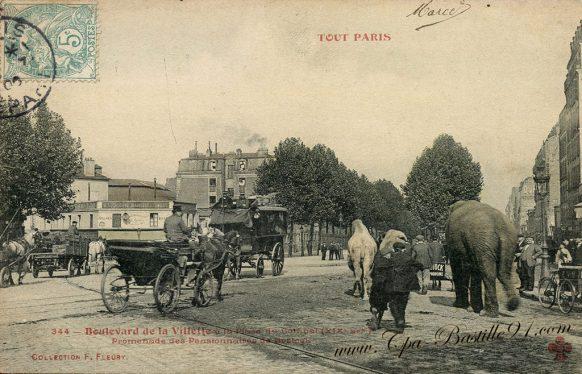 CPA de Tout Paris Promenade des pensionnaires du cirque Bostock - Des éléphants à Paris