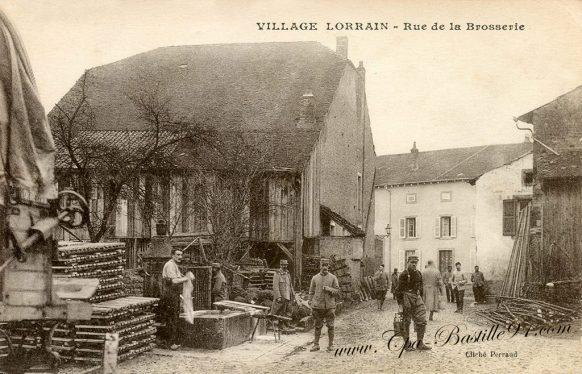 Carte Postale Ancienne - Neufmaisons un Village Lorrain - Rue de la Brosserie