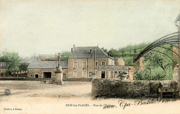 Carte Postale Ancienne de Dun-les-Places - Rue de l'eglise