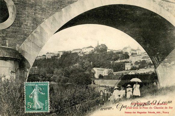 Liverdun vue générale prise sous le pont du chemin de fer