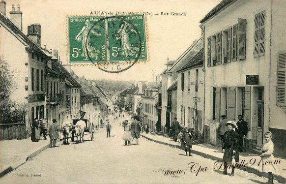 Carte Postale Ancienne de ARNAY le Duc - La Grande Rue à la belle époque