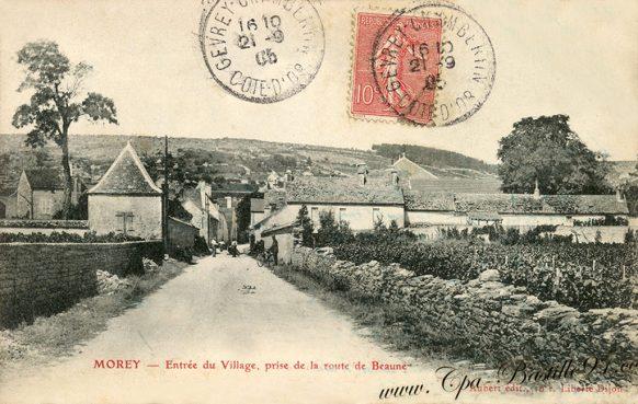 Carte Postale Ancienne de Morey entrée du village prise de la route de Beaune