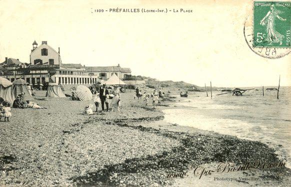 Cartes Postales Anciennes - La Plage de Préfailles à la belle époque