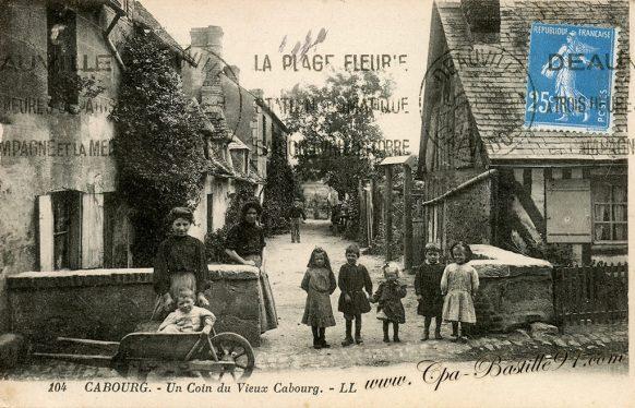 Carte postale Ancienne de Cabourg - Un coin du Vieux Cabourg