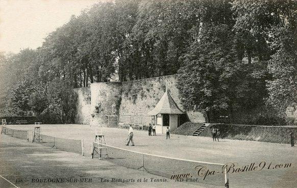 Carte Postale Ancienne - Boulogne sur Mer - Les rempart et le Tennis