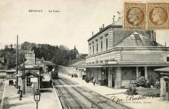 Carte Postale Ancienne de Bernay - La Gare à la belle époque