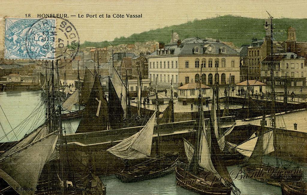 Carte Postale Ancienne de Honfleur - Le Port et la côte Vassal
