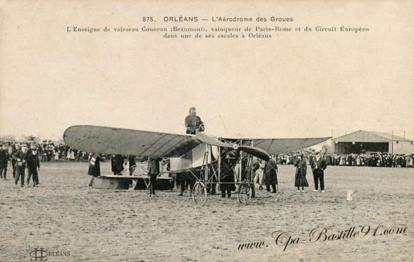Orléans - L' Aérodrome des Groues - L'Enseigne de Vaisseau Conneau Beaumont