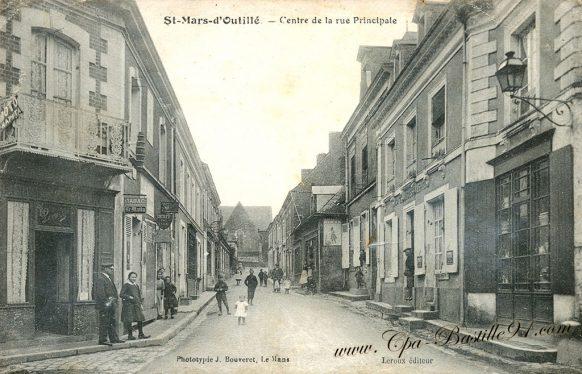 Cartes Postales Anciennes de Saint-Mars d'Outillé - Centre de la rue principale