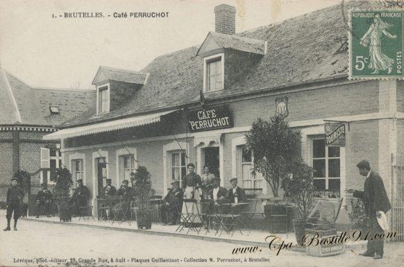 Carte Postale Ancienne de Brutelles - Le café Perruchot de belle époque à Aujourd'hui