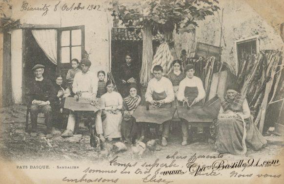 Carte Postale Ancienne du Pays Basque - Une famille de Sandaliers