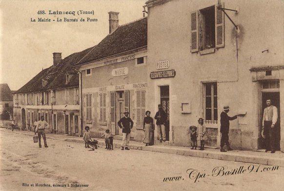 Carte Postale Ancienne de Lainsecq - La Mairie et le bureau de poste