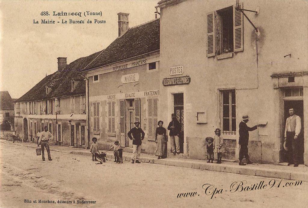 Carte postale ancienne de lainsecq u2013 la mairie et le bureau de poste