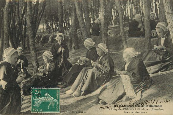 Carte Postale Ancienne Série des industries Bretonnes - La Guipure d'Irlande à Plouhinec - Les Motiveuses
