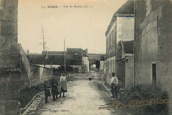 Carte Postale Ancienne de Crain la rue du Moulin
