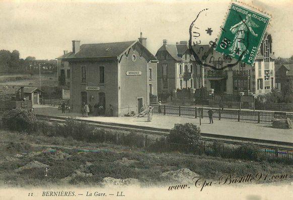 Carte postale Ancienne de Bernières - La Gare à la belle époque