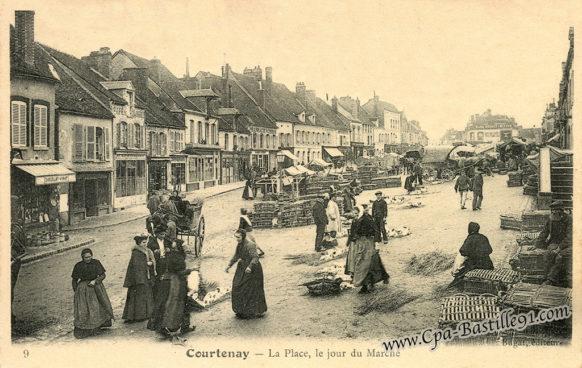 Courtenay - La Place, le jour du Marché